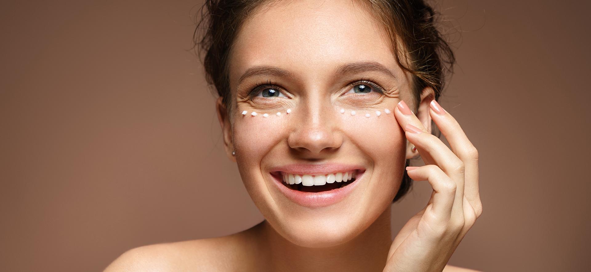 Ingin Hasilnya Maksimal? Tiru Cara Memakai Eye Cream Ini